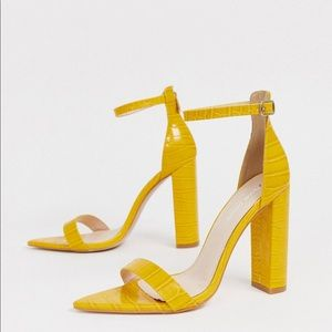 NWT Yellow Croc Pointed Toe Sandals